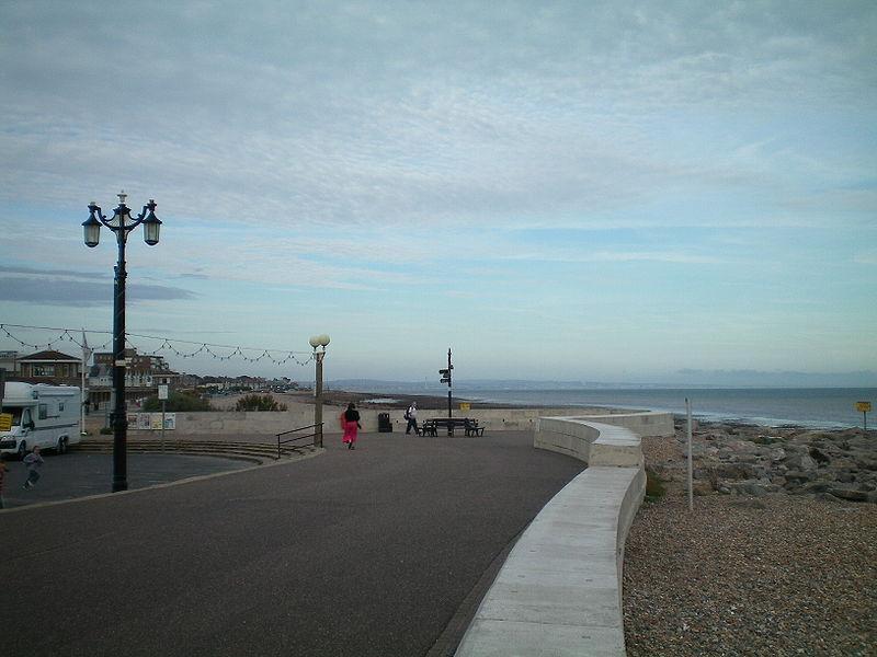 Worthing seafront.jpg