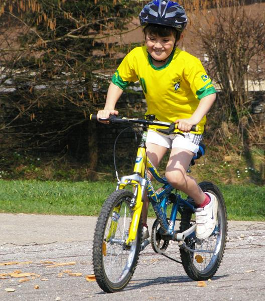 Kid on a bike (Creative Commons Werner100359)