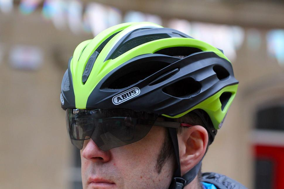 review abus in vizz helmet