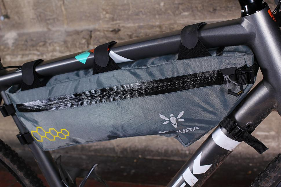 Review Apidura Mountain Frame Pack Large Road Cc