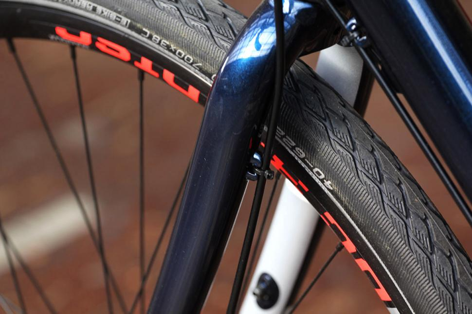 Cannondale Touring - fork cable route