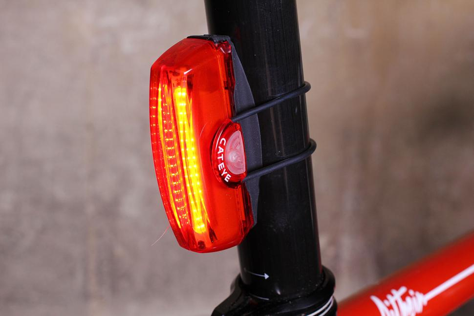 Review Cateye Rapid X3 Rear Light Road Cc