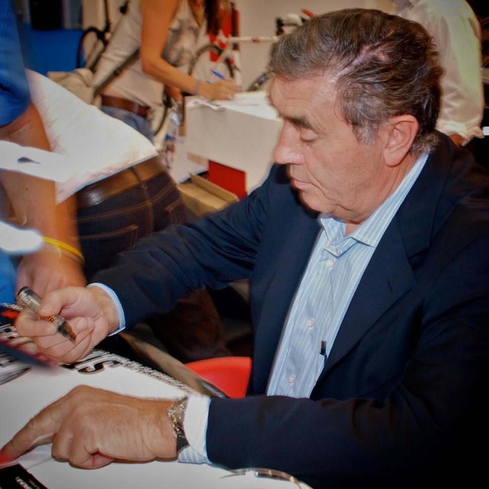 Eddy Merckx signing session (© Simon MacMichael)