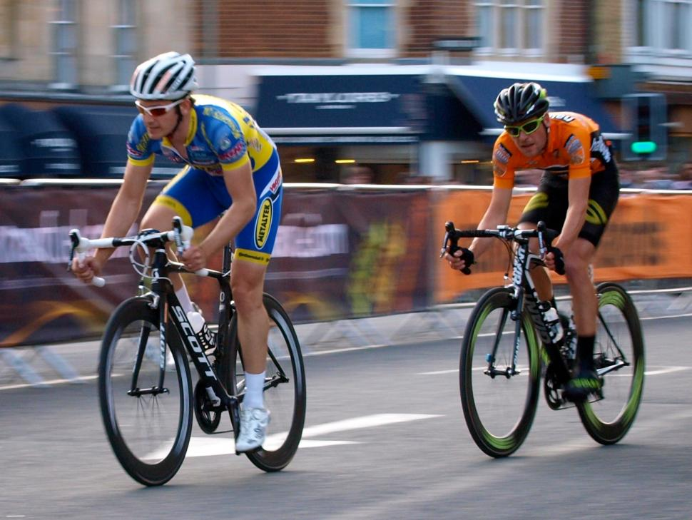 Halfords Tour Series Marcel Six and Dean Windsor (© Simon MacMichael)
