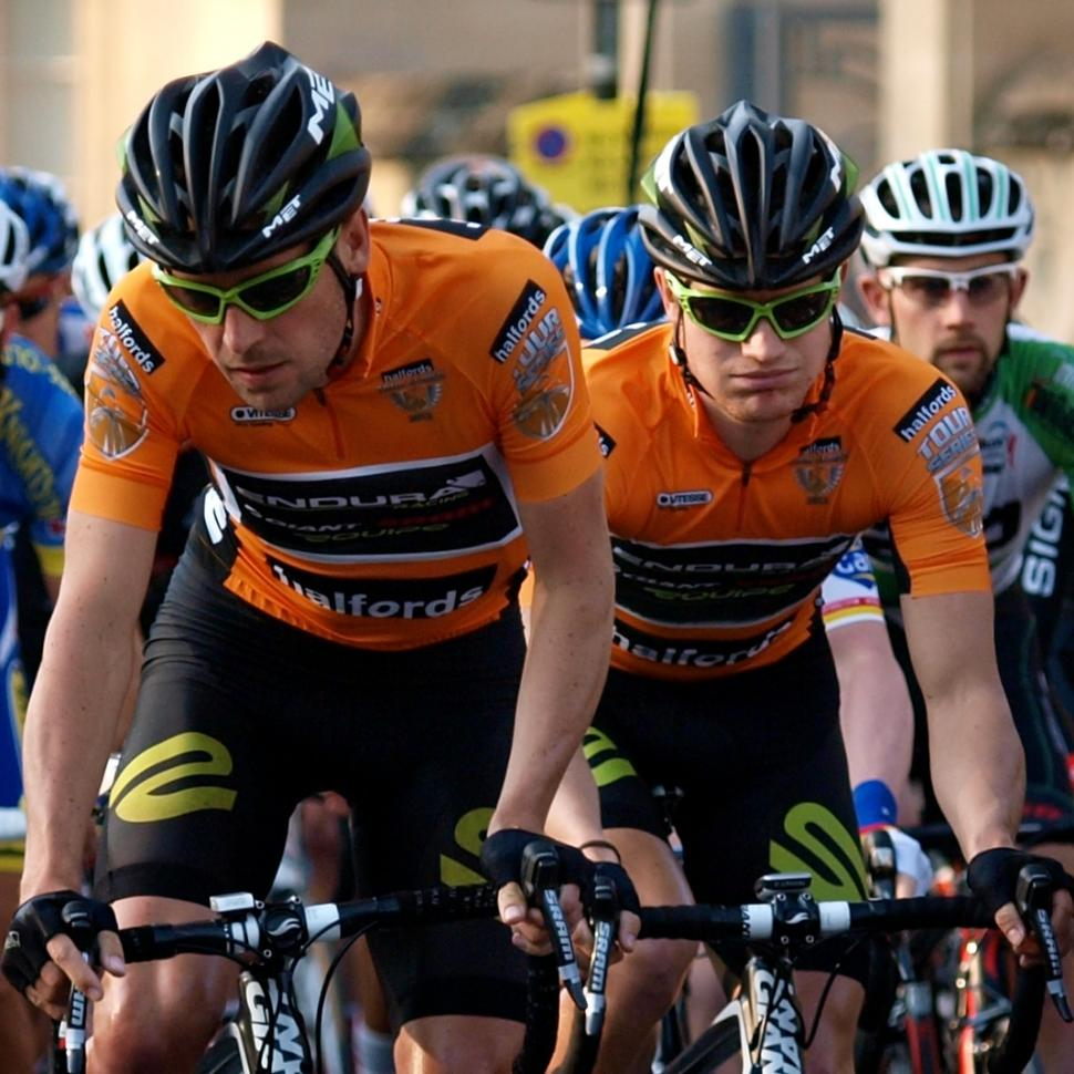 Halfords Tour Series Oxford Dean Windsor and Scott Thwaites (© Simon MacMichael)