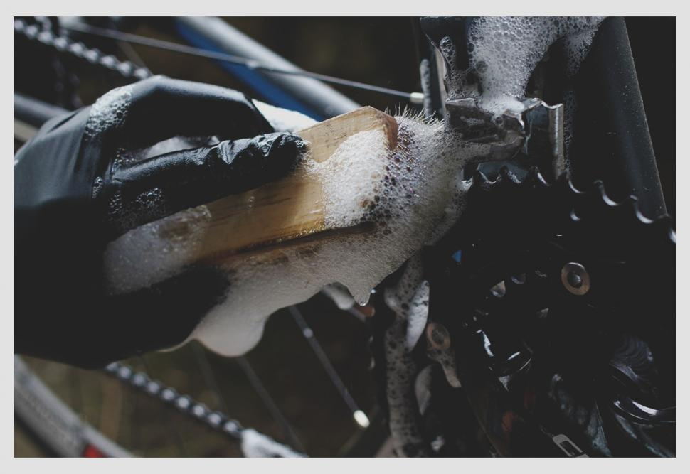 How to clean and lube your chain — Cleaning