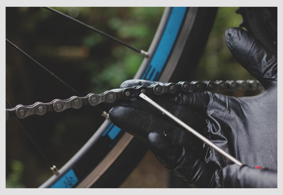 How to clean and lube your chain — Master On Chain