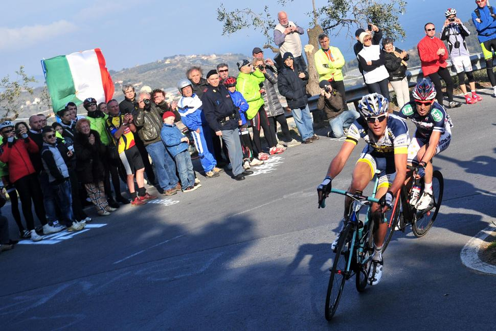Hoogerland on the Cipressa (© Daniele Badolato, LaPresse via RCS Sport)