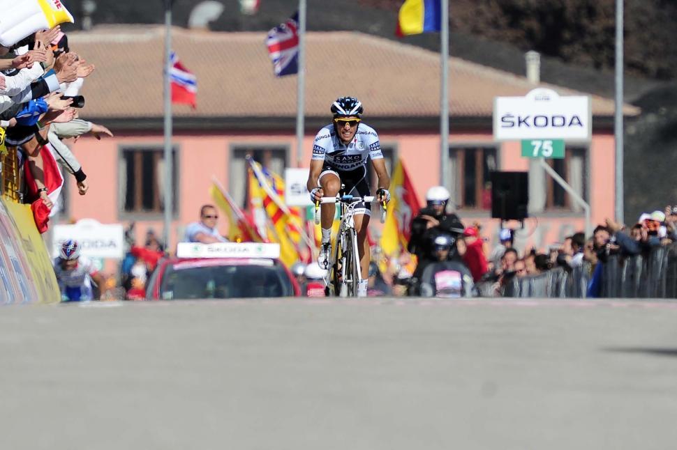 Alberto Contador wins Stage 9 of the 2011 Giro d Italia pic RCS Sport.jpg