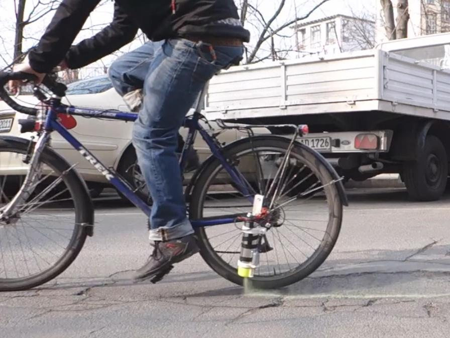 Auto-Complain pothole marking app (image taken from Vimeo video)