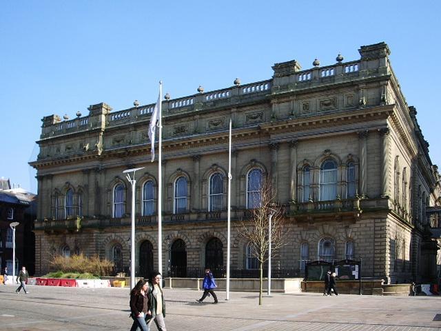 Blackburn Town Hall (Creative Commons 2.0 SA licensed by Alexander P Kapp)