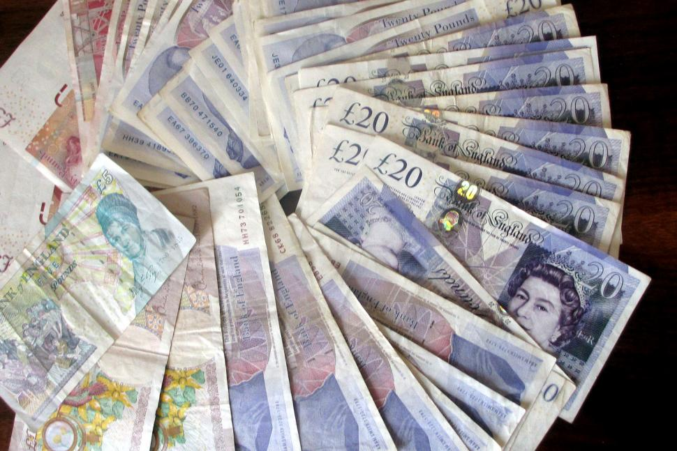 Cash (CC BY-NC 2.0 eltpics:Flickr)