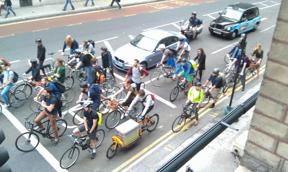 Cyclists at traffic lights (©Toby Jacobs)