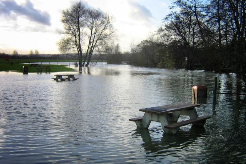 Flooding by Godstow Road (copyright Simon MacMichael)