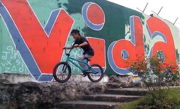 Julian David Molina Facebook Video still