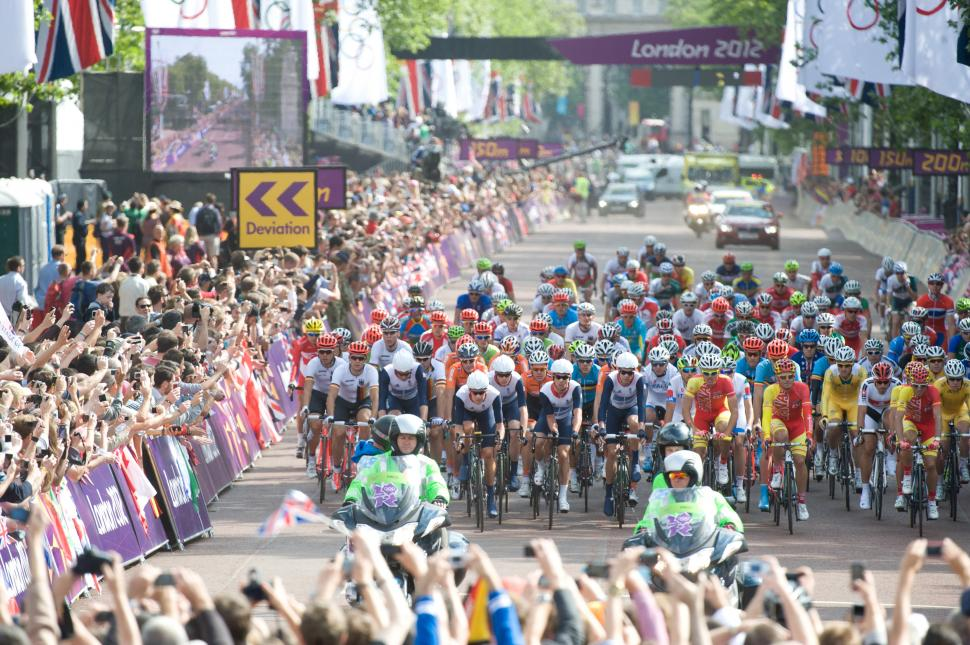 London 2012 men's road race start (copyright Britishcycling.org.uk)