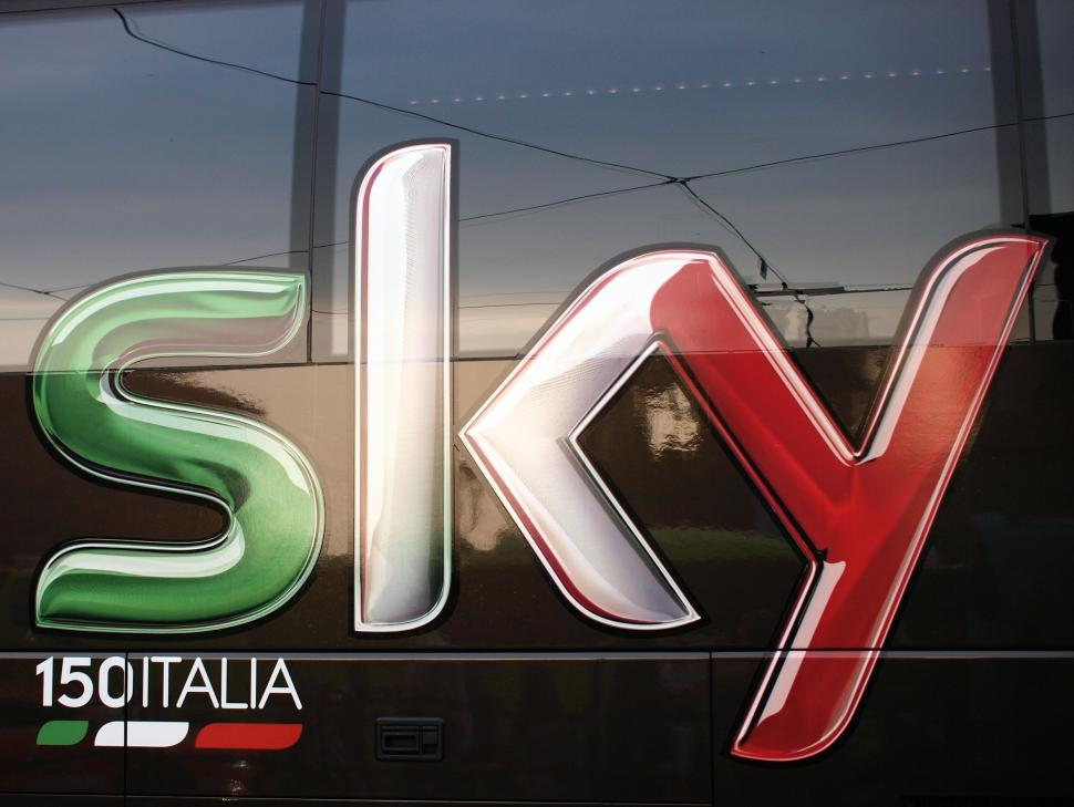 Team Sky bus, Giro 2011 (copyright Simon MacMichael)