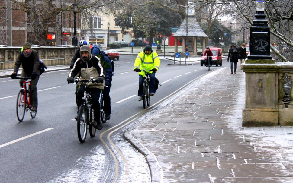 Winter cycling (CC licensed by tejvanphotoa via Flickr)