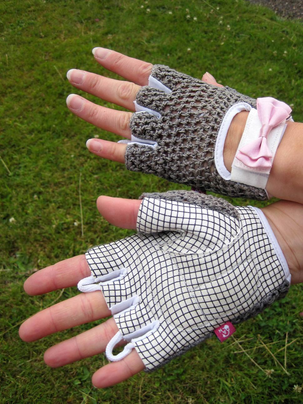 Ana Nichoola Bow Peep Glove
