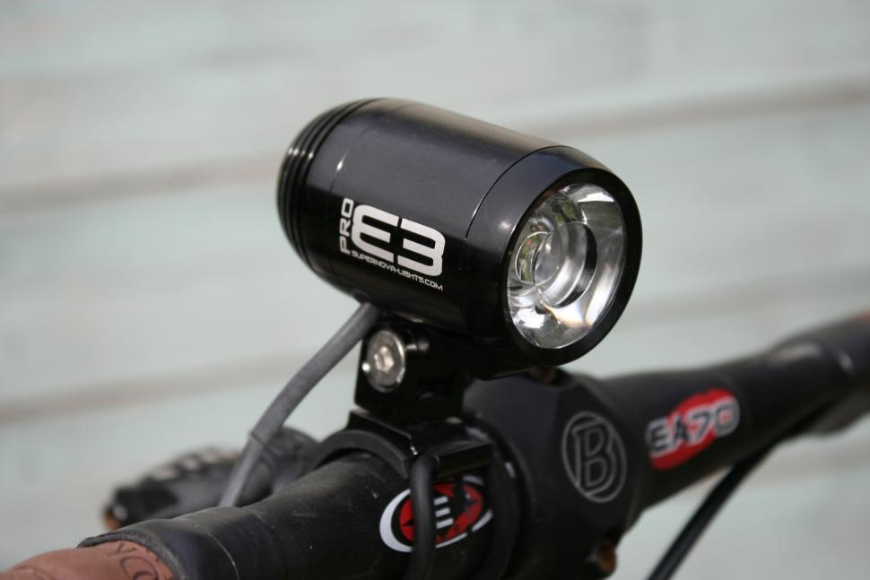 Supernova E3 Pro dynamo front light