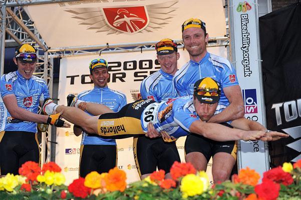 Tour Series Round 8: Halfords dive in pic: Joolze Dymond www.joolzedymond.com