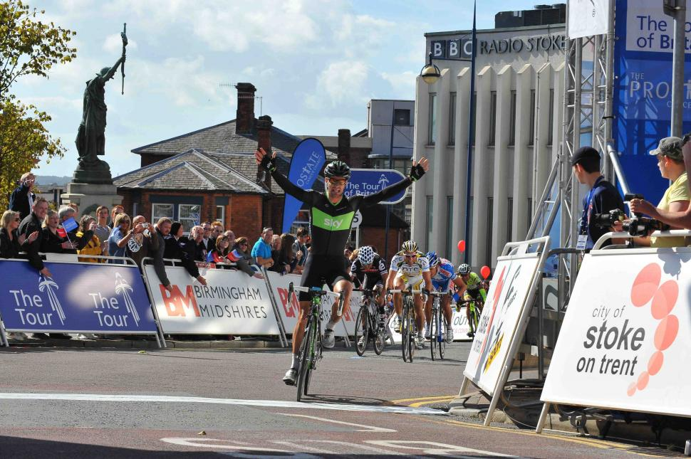 Greg Henderson celebrates winning Stage 2 of the 2010 Tour of Britain (picture credit Tour of Britain)