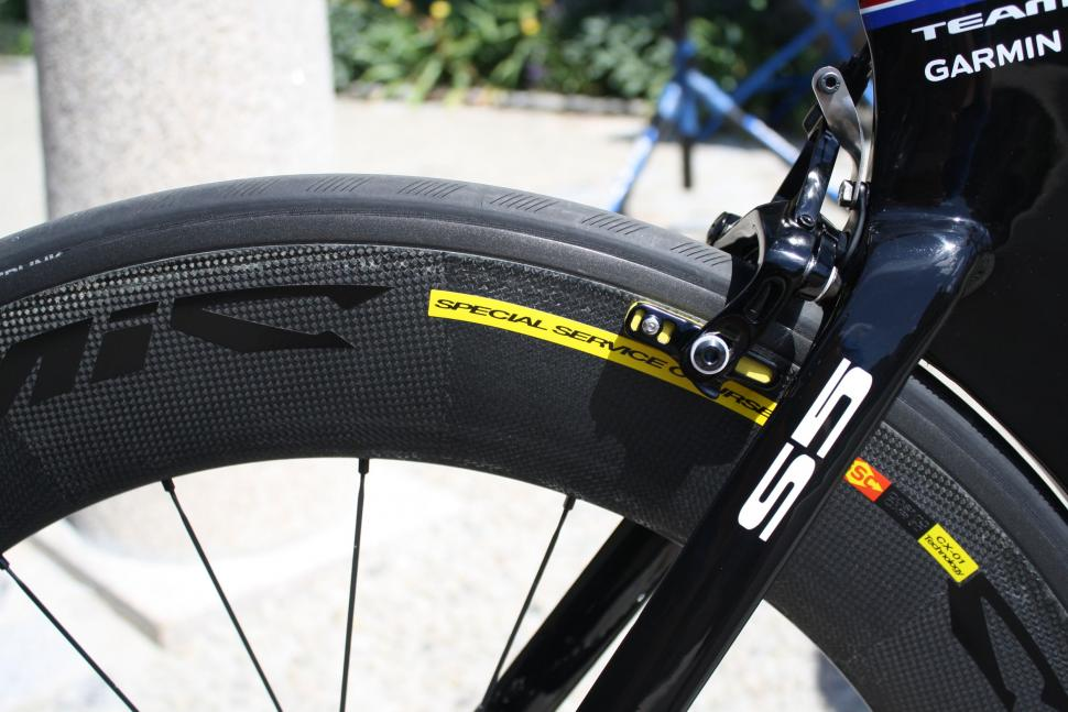 Tyler Farrar s Cervelo S5 - Mavic deeps section SSC rear wheel close up.jpg