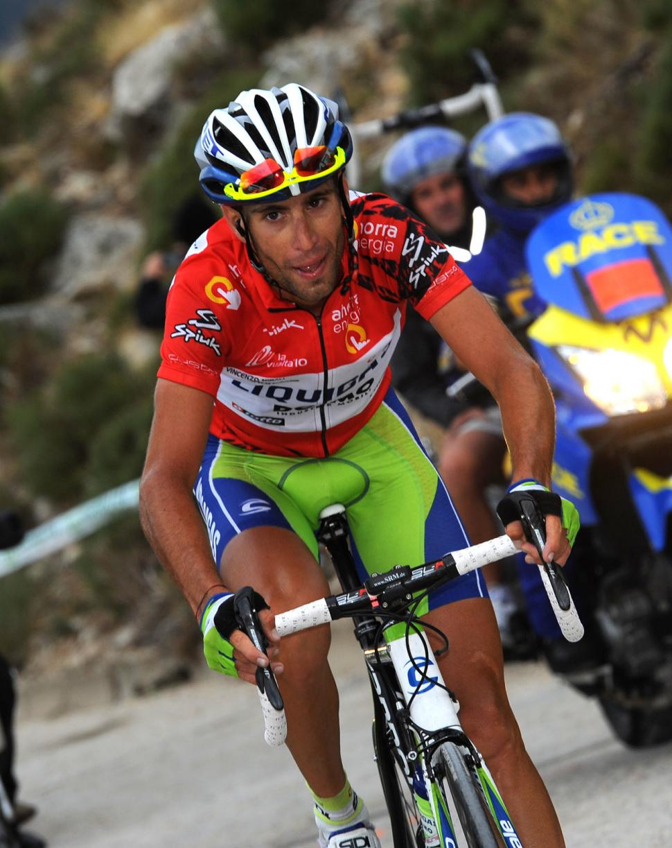 Vincenzo Nibali chases on the Bola del Mundo (copyright- Unipublic:Graham Watson)