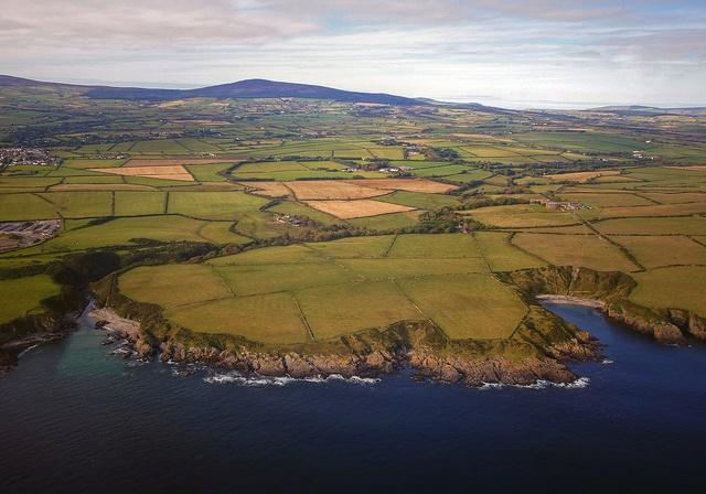 Isle of Man coast (CC licensed by Mariusz Kluzniak via Flickr).jpg