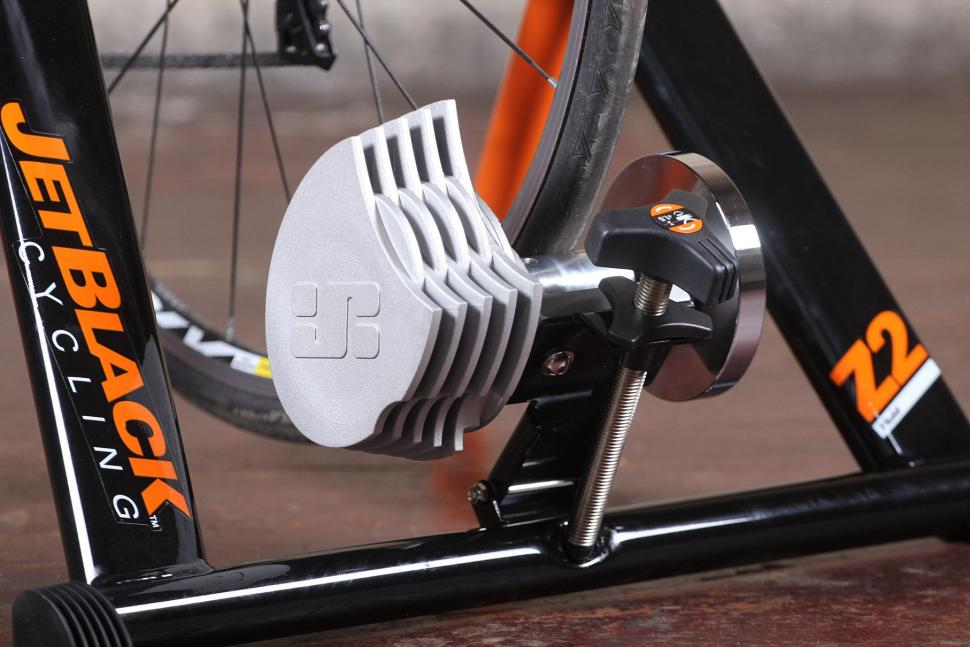 Jetblack Products Z2 Pro Fluid Trainer - resistance unit.jpg