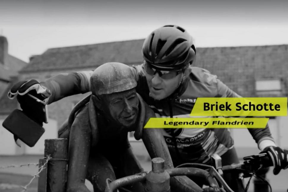 Johan Museeuw takes a selfie with the statue of Brief Schotte (Cycling in Flanders).jpg