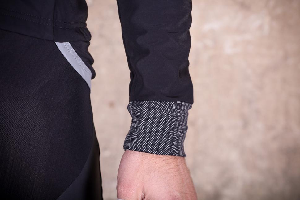 Lusso Mens Aqua Extreme Black V2 Jacket - cuff.jpg
