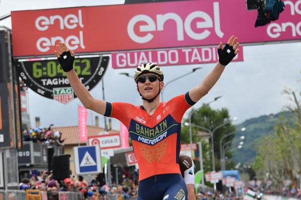 Yates wins stage to extend Giro lead