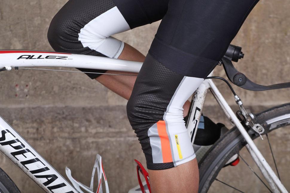 Mavic Vision Knee Warmer - on bike.jpg
