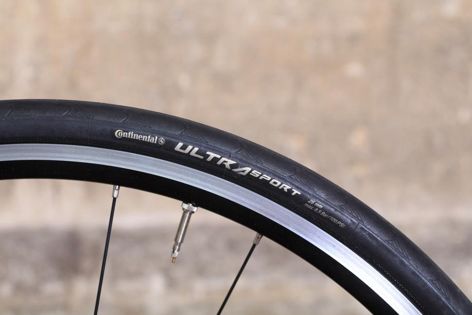Merckx Sallanches 64 - tyre.jpg