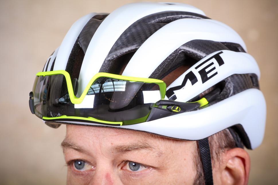 MET Trenta 3K Carbon Helmet - glasses.jpg