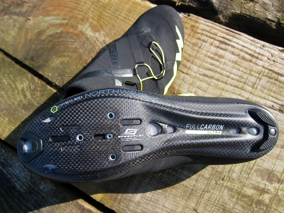 Northwave Extreme RR Shoe - Full Carbon Sole.jpg