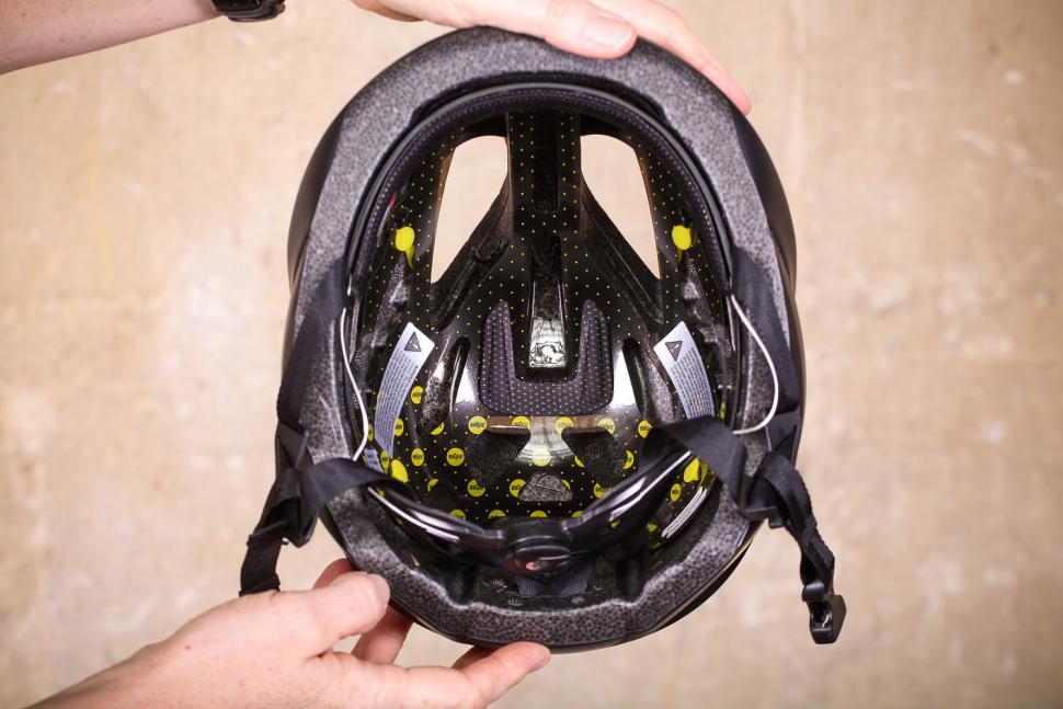 oakley_aro5_helmet_-_inside.jpg