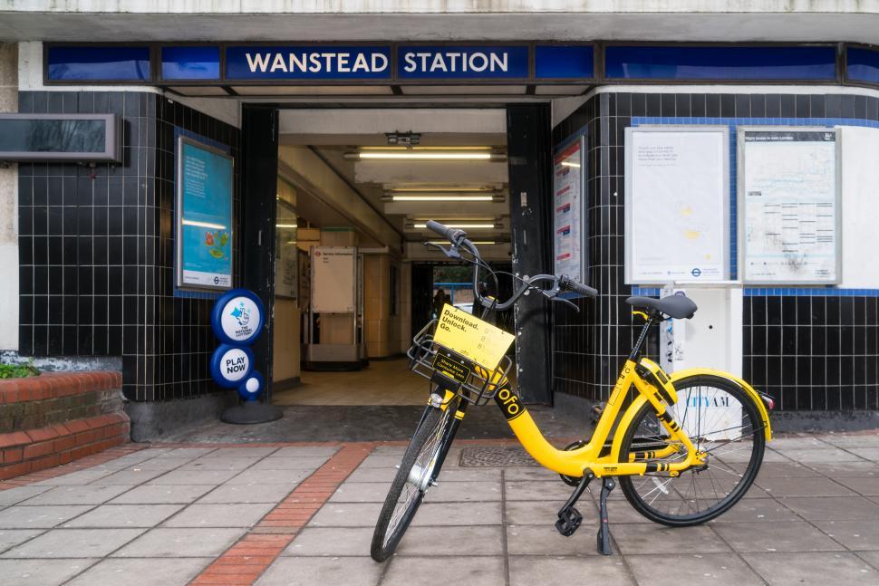 Ofo outside Wanstead station, LB Redbridge.jpg