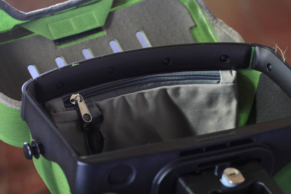 Orlieb Ultimate6 S Plus Waterproof Handlebar bag - inside.jpg
