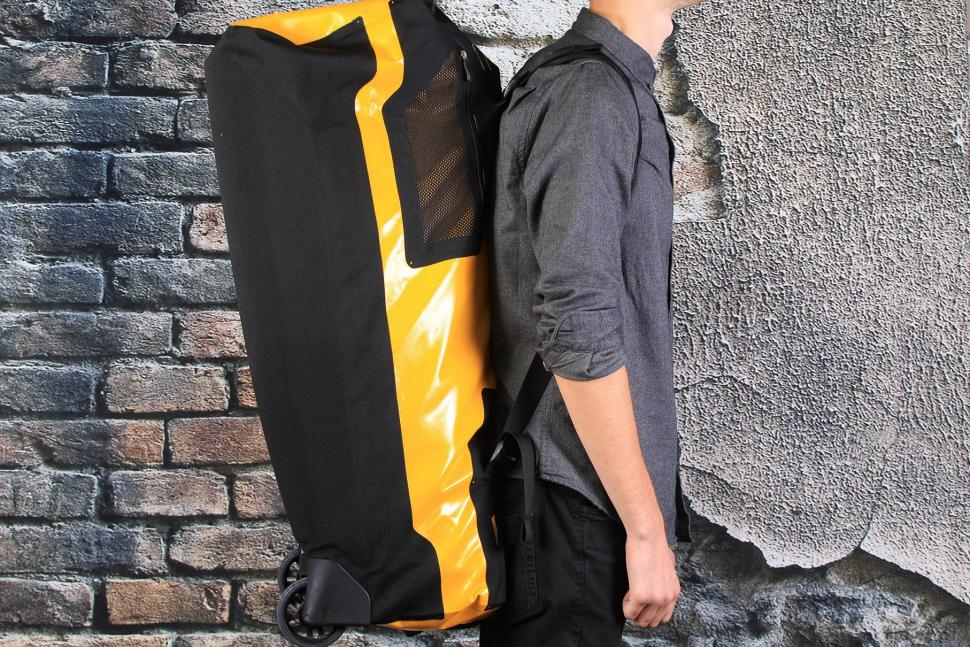 Ortlieb Duffle RS 110L - on shoulders.jpg