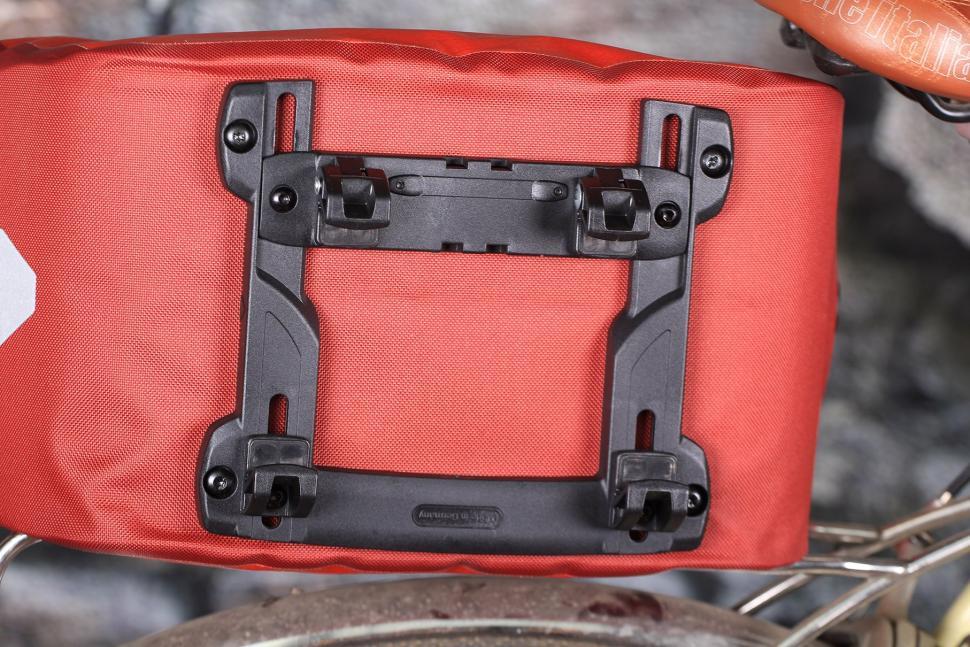 Ortlieb Trunk-Bag RC Top Case for Bike - underside.jpg