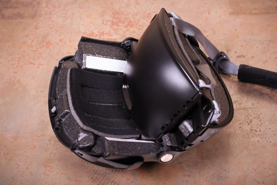 Overade Plixi Folding Helmet - unfolding 2.jpg