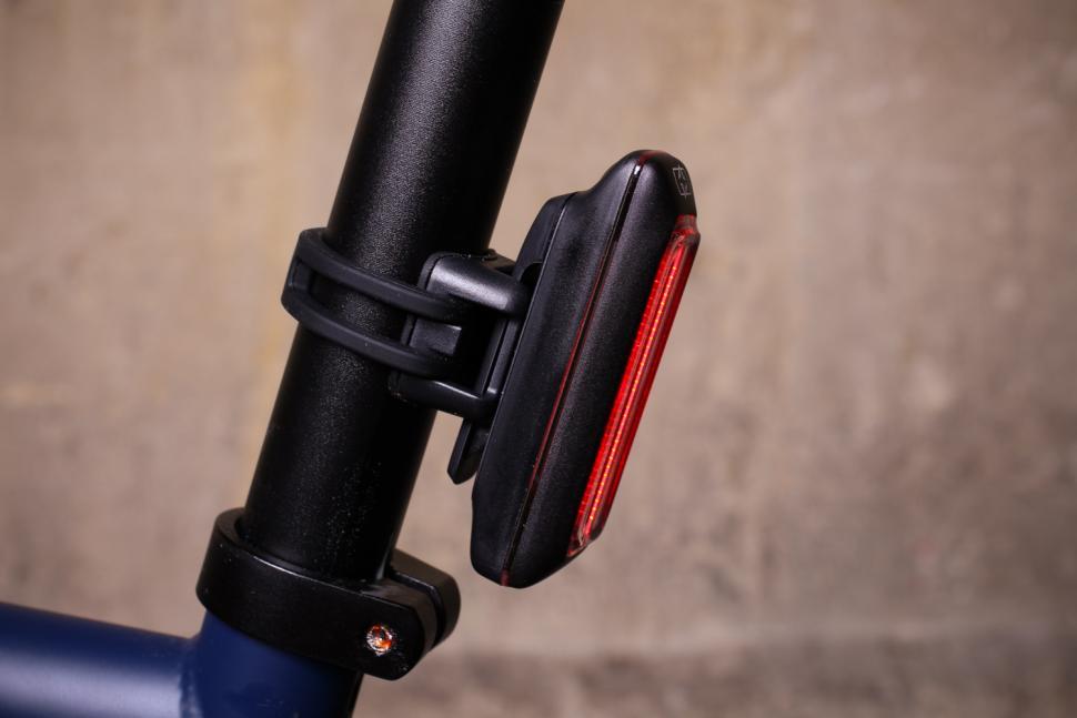 Oxford Ultratorch Pro R25 LED Tail light - side.jpg