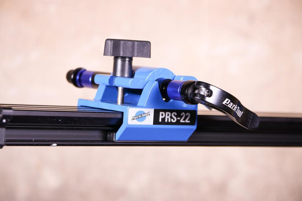 Park Tool PRS-22 Team Issue Repair stand - fork qr 2.jpg
