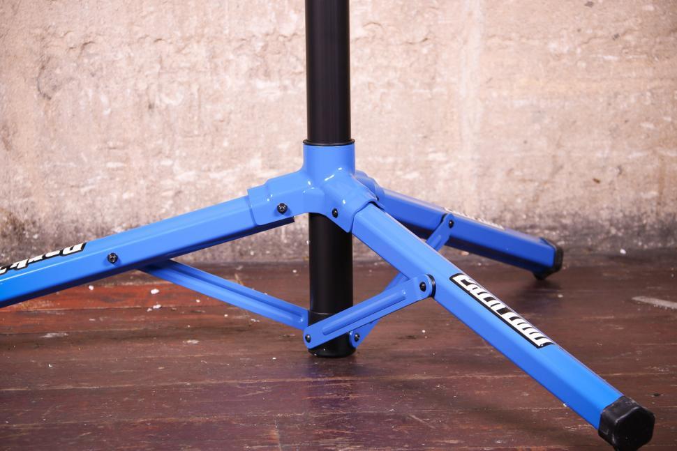 Park Tool PRS-22 Team Issue Repair stand - legs.jpg