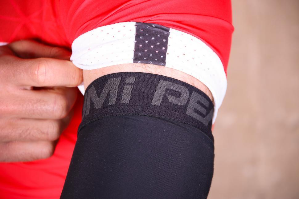 Pearl Izumi Elite Thermal Arm Warmers - cuff 2.jpg