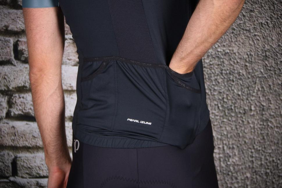 Pearl Izumi Pro Escape short sleeve Jersey - pocket.jpg