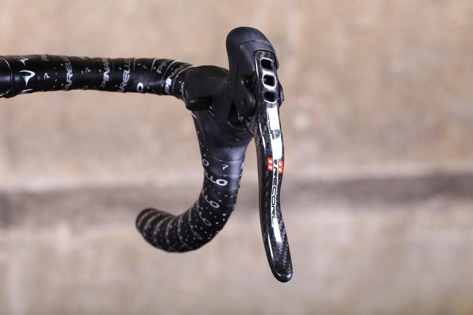 Pinarello Dogma F8 - brake lever.jpg