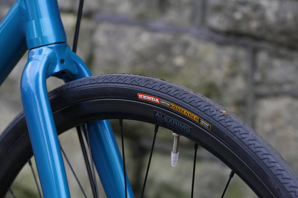 Pinnacle Dolomite SS - tyre and rim.jpg